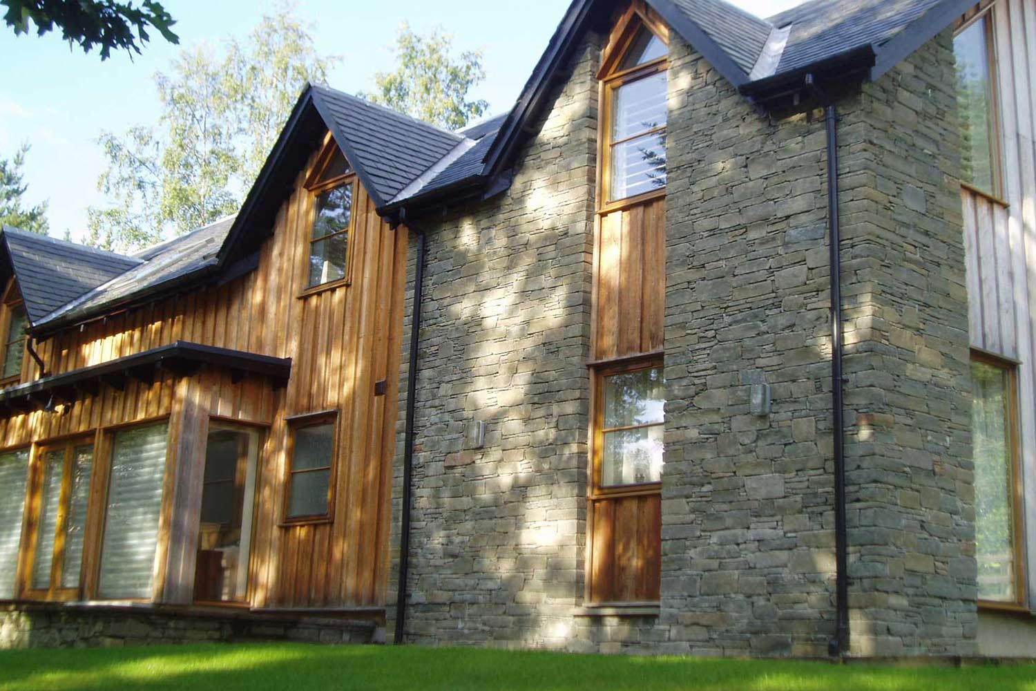 Dry-stone effect look for a modern building